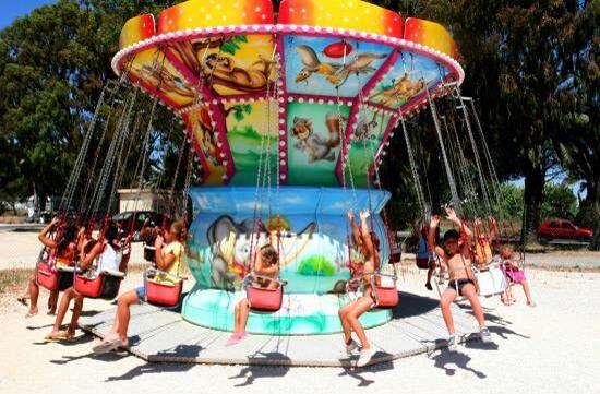 camping-gien-activite-parc-enfant-famille-manege-accrobranche-spectacle-cirque-animations-1-550x361_1_1
